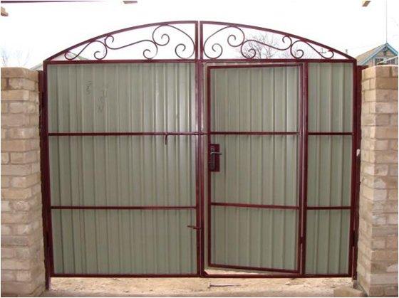 Калитка в воротах из