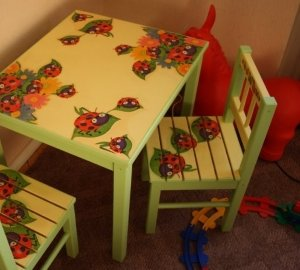 Дитячий столик своими руками