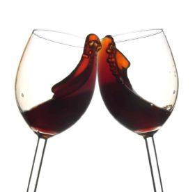 Як вивести пляму від червоного вина з одягу f420891ab44dd