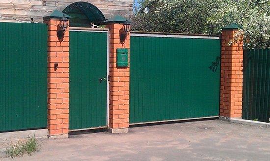 Ворота из профнастила своими руками со столбиками кирпича 93