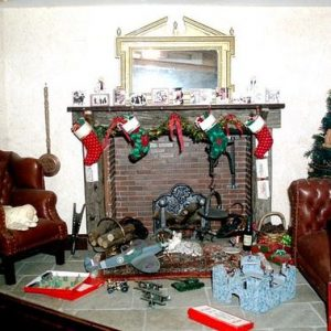 Ідеї як прикрасити камін на Новий Рік і Різдво