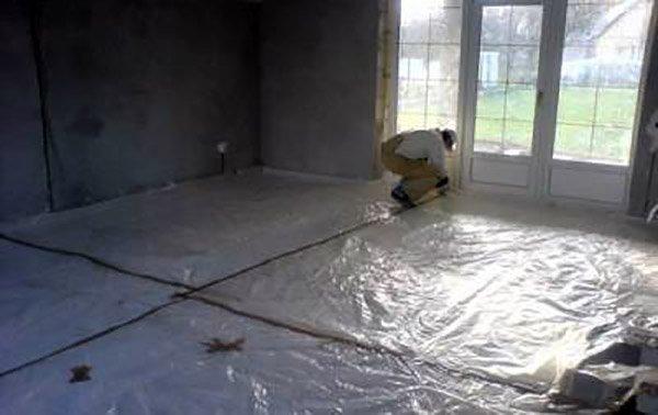 Гидроизоляционная пленка для бетонного пола на лоджии.