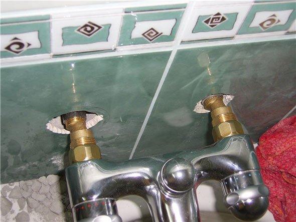 Как установить смеситель в ванной своими руками видео 63