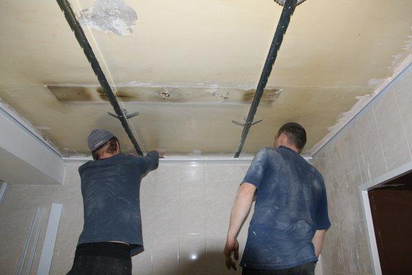 Как правильно сделать потолок в ванной из панелей 786