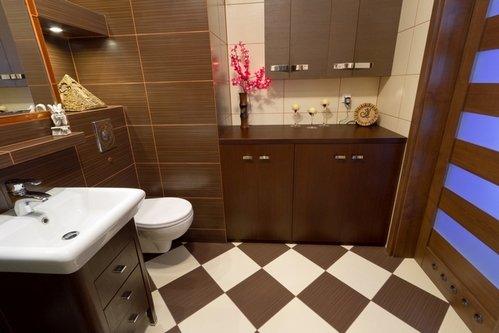 Дизайн ванных комнат с коричневой плиткой