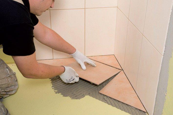 Как выложить плитку в ванной на полу