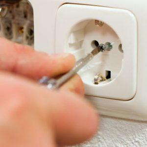 Як правильно підключити електричну розетку?