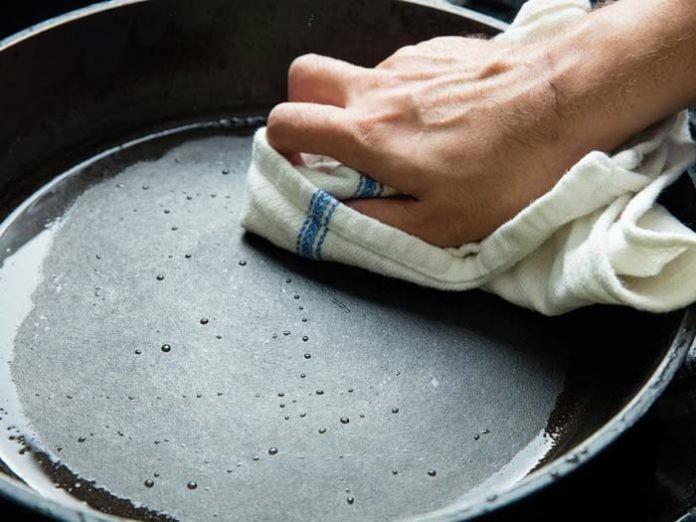 Почистить сковороду с покрытием от нагара в домашних условиях 79