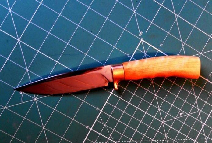 Как сделать нож  в домашних условиях видео из дерева