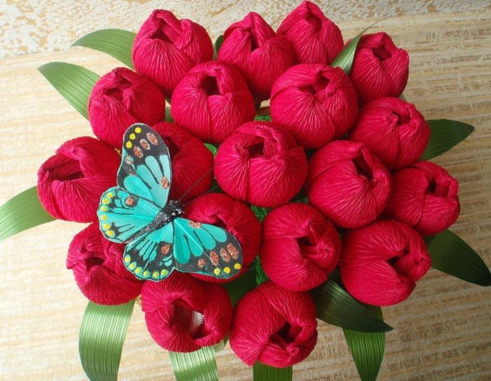Сделать цветок из салфеток 148