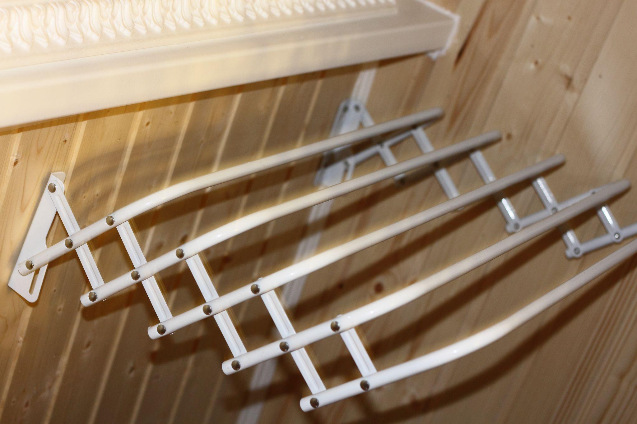 Бельевые сушилки вешалки для балконов и лоджий.