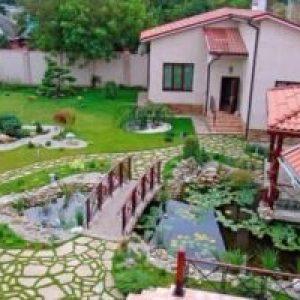 Сонник Двір будинку чистий і в кольорах у сні бачити до чого сниться?