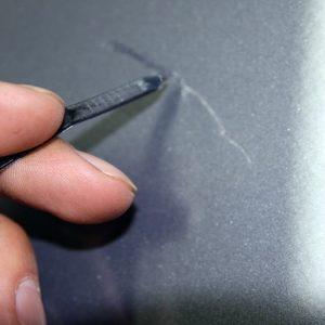 Видалення подряпин на бампері своїми руками — способи і технологія