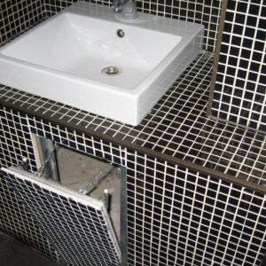 Люк під ванною під плитку, способи відкривання і матеріали виготовлення