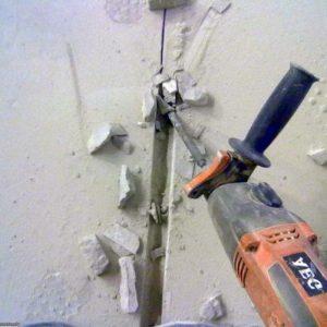 Поради, як штробити стіни під проводку без пилу