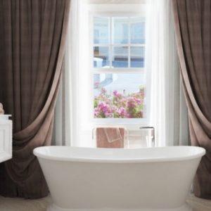 Вибираємо дизайн ванної з вікном – фото відмінних ідей
