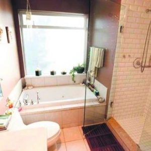 Дизайн ванної кімнати з великим вікном – ідеї для вас