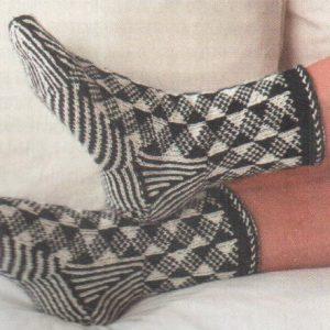В'язані шкарпетки на спицях з візерунками: жаккард і вите в'язання