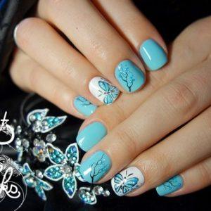 Який модний весняний дизайн нігтів зробити: фото ідеї