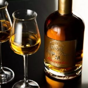 Грапа (Grappa): опис італійського напою, як з чим правильно його пити і які коктейлі можна приготувати на його основі