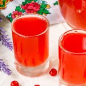 Калина на горілці: рецепт настоянки з красивою і корисною ягоди зі специфічним смаком, і як самостійно настояти напій в домашніх умовах