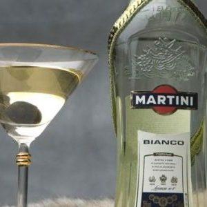 Мартіні Б'янко: як і з чим правильно пити італійський вермут, рецепти приготування коктейлів, до складу яких входить цей алкогольний інгредієнт