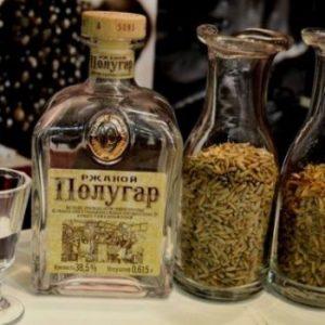Полугар: що це за напій і як приготувати хлібне вино в домашніх умовах, використовуючи традиційний рецепт, правила вживання солодового дистиляту