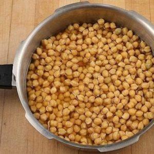 Брага на горосі для самогону: рецепт приготування з використанням цукру і дріжджів
