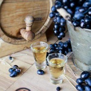 Брага для самогону з винограду: рецепт без дріжджів і класичний з вичавків