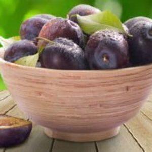 Зливу фрукт або ягоду, в чому користь для здоров'я, калорійність