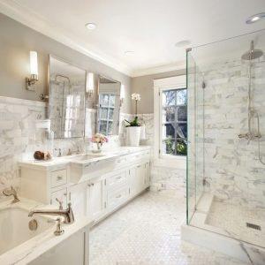 Ванна кімната в класичному стилі, вишукані деталі класичної ванної кімнати